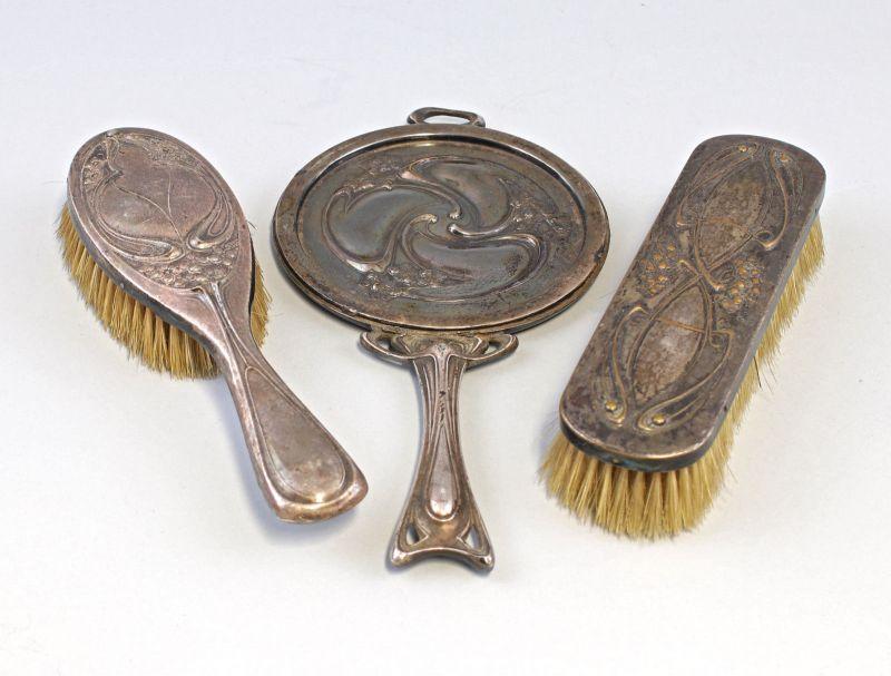 8330059 Versilberte Toilettengarnitur Jugendstil um 1900 Spiegel Bürste 0