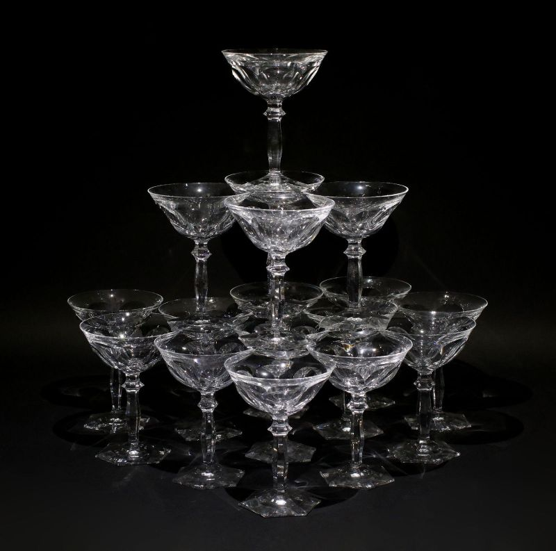 8335035 Satz 17 Sektschalen Art déco Sektgläser Glas