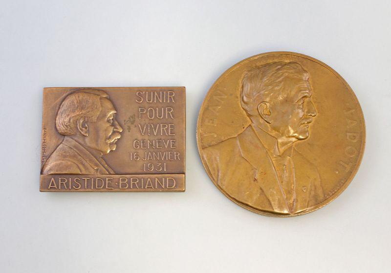 8308025 2 x Bronze - Medaillen Belgien 1932/35 Aristide Briand Jean Jadot