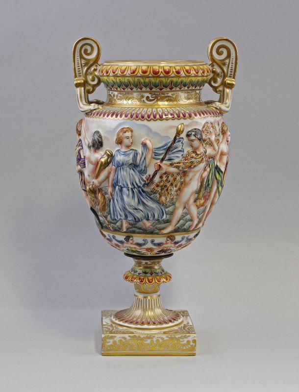 8340142 Porzellan Amphoren-Vase Capodimonte-Art Figuren-Relief handbemalt