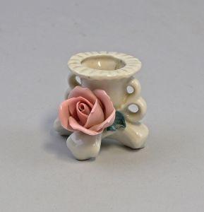 8340166 Kleiner Porzellan Leuchter Ens um 1920 handmodelierte Rose