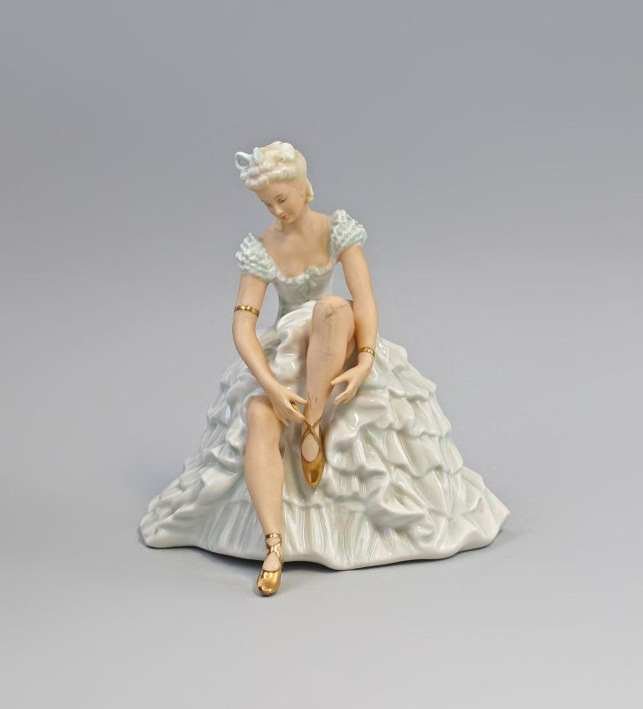 8340227 Porzellan-Figur Ruhende Ballerina Tänzerin Schaubachkunst Thüringen