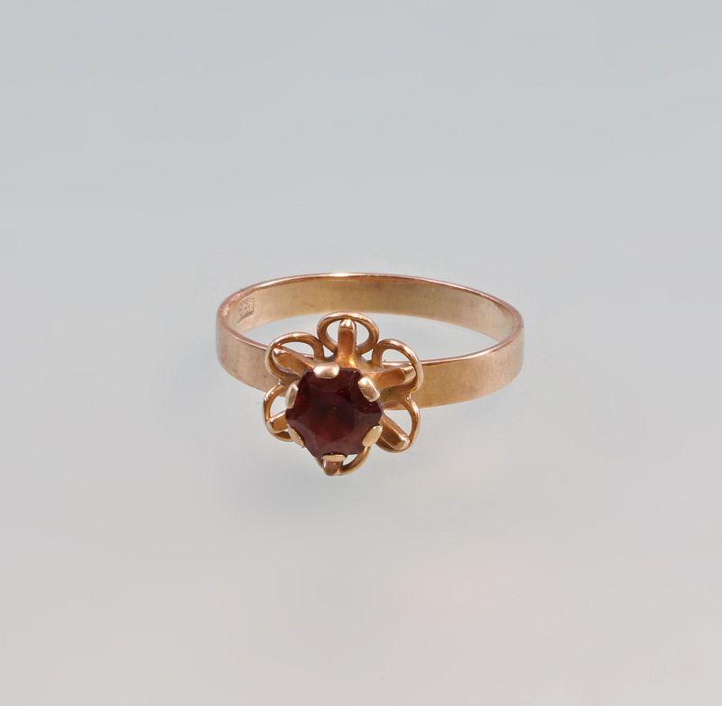 8325366 Floraler Granat-Ring 333er RG Gold Gr. 54/55