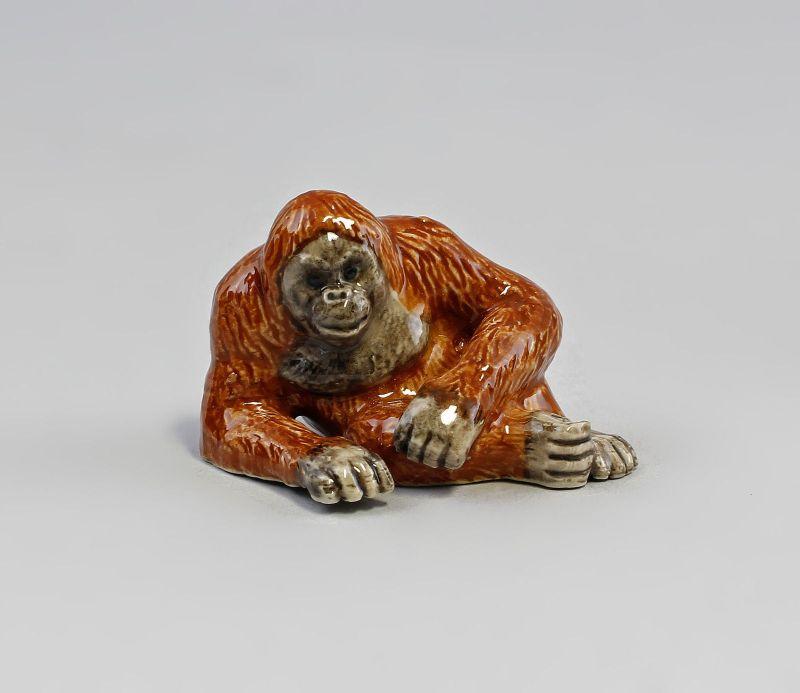 Miniatur Porzellanfigur Orang Utan liegend 5,5x3,5cm 9982083