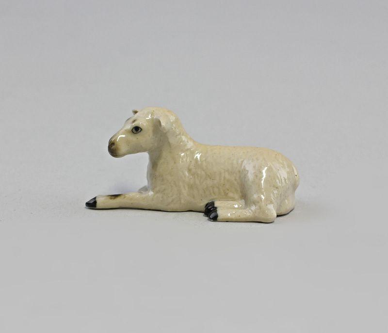 Miniatur Porzellanfigur Schaf liegend 4,7x2cm 9982077