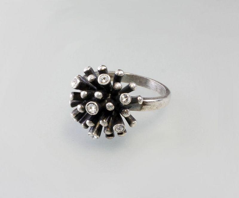 Ring mit Swarovski-Steinen.  Gr. M  9901212