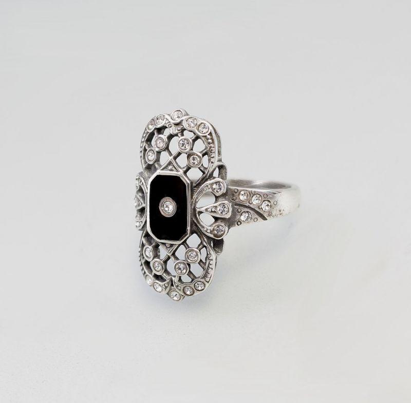 Ring mit Onyx  u. Swarovski-Steinen  9901071