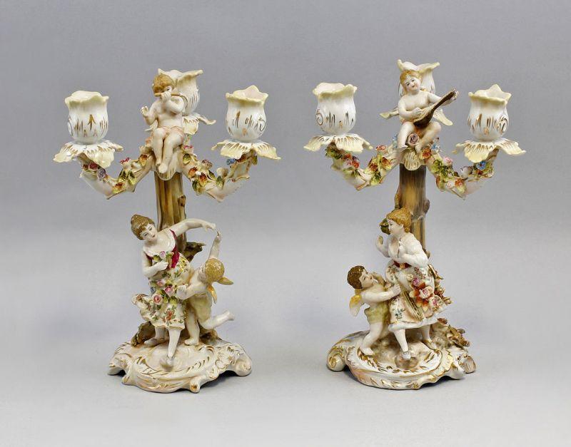 9937610 Porzellan Paar 3-armige Leuchter handmodell. Blüten Figuren H26cm