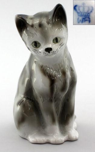 9942186 Porzellan Figur Wagner & Apel sitzende Katze grau getigert H16cm