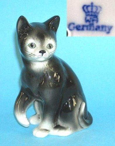 9942188 Porzellan Figur Katze hebt Pfote schwarz Wagner & Apel H16cm