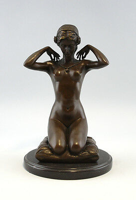 9937122-ds Figur Frauenakt auf Kissen Jugendstil Bronze Skupltur