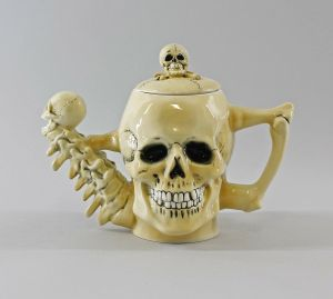 Porzellan Ernst Bohne Tee-/Kaffee- Kanne Totenkopf 22x12cm 9997985