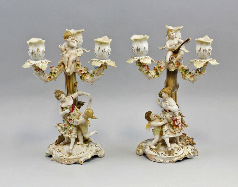 9937610-dss Porzellan Paar 3-armige Leuchter handmodell. Blüten Figuren H26cm