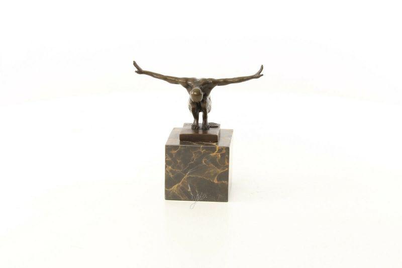 9973481-dss Bronze Skulptur Figur Nackter Mann 15x7x14cm