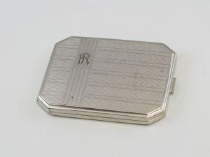 99830241 Versilbertes Zigaretten-Etui guillochiert
