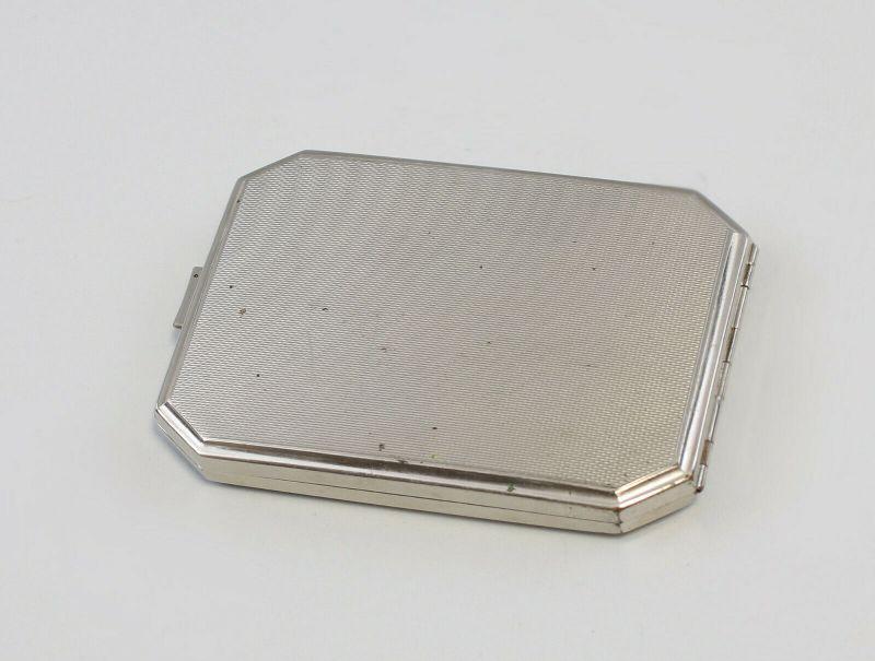 99830241 Versilbertes Zigaretten-Etui guillochiert 1