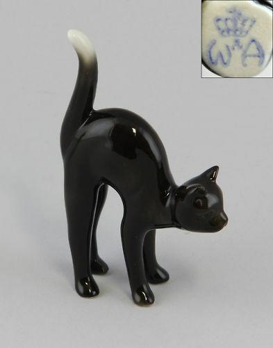 Porzellan Figur Wagner & Apel schwarze Katze Morle Karikatur 6x9cm 9942225