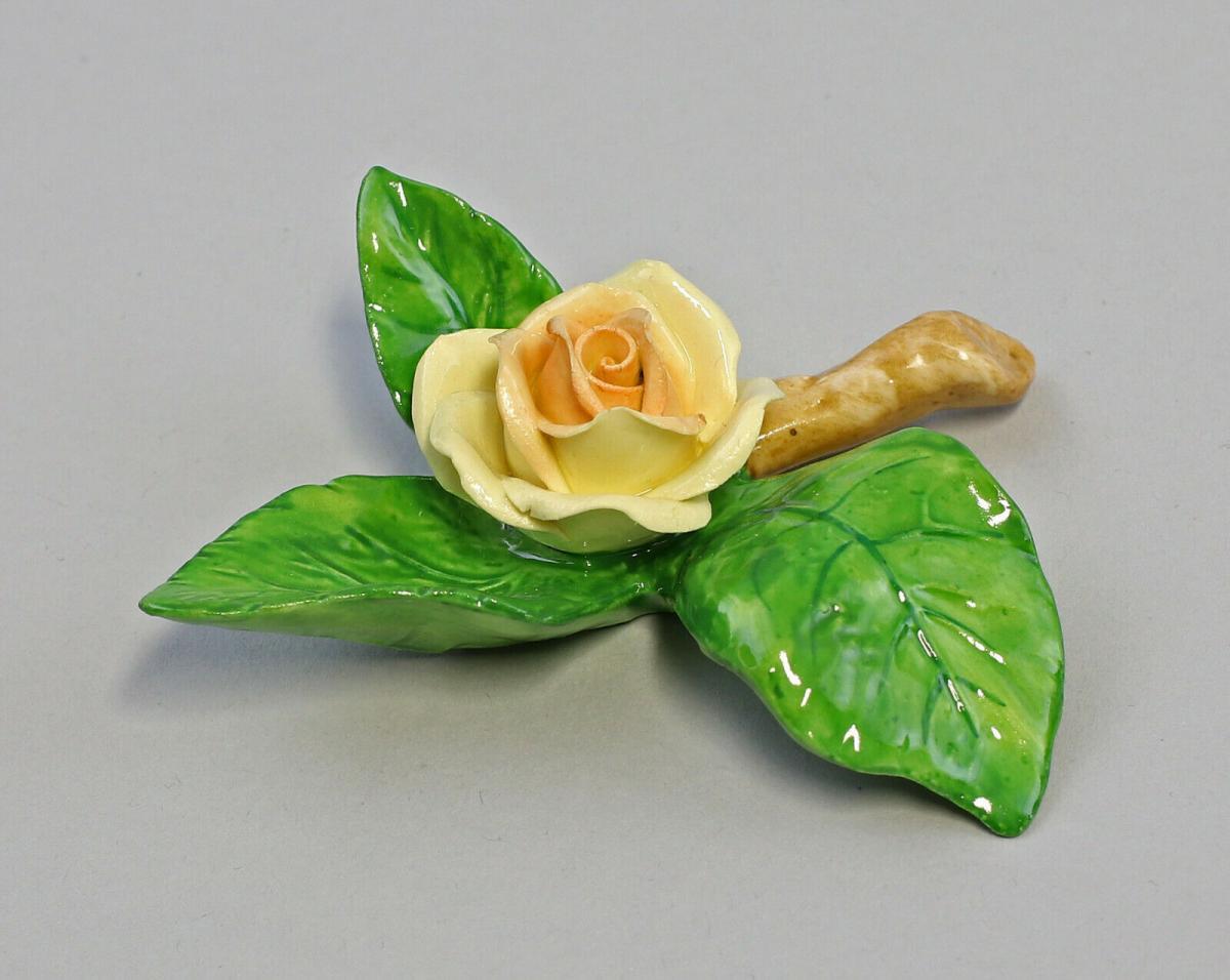 9959630 Porzellan Figur Tischblume Rose Zweig gelb Ens 8x8x2,5cm