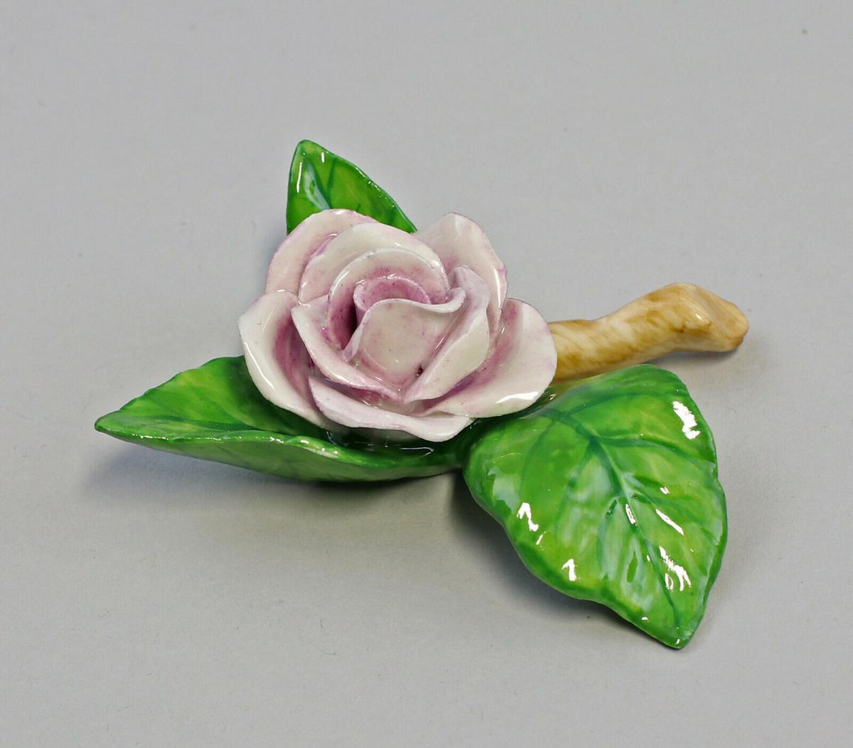 9959625 Porzellan Figur Tischblume Rose Zweig hellviolett Ens 8x8x2,5cm