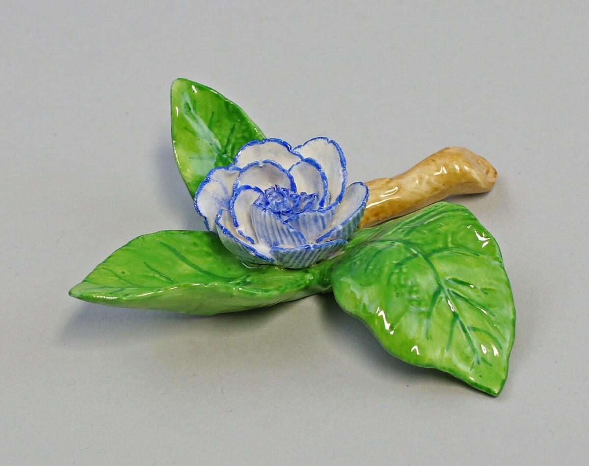 9959624 Porzellan Figur Tischblume Rose Zweig blau Ens 8x8x2,5cm