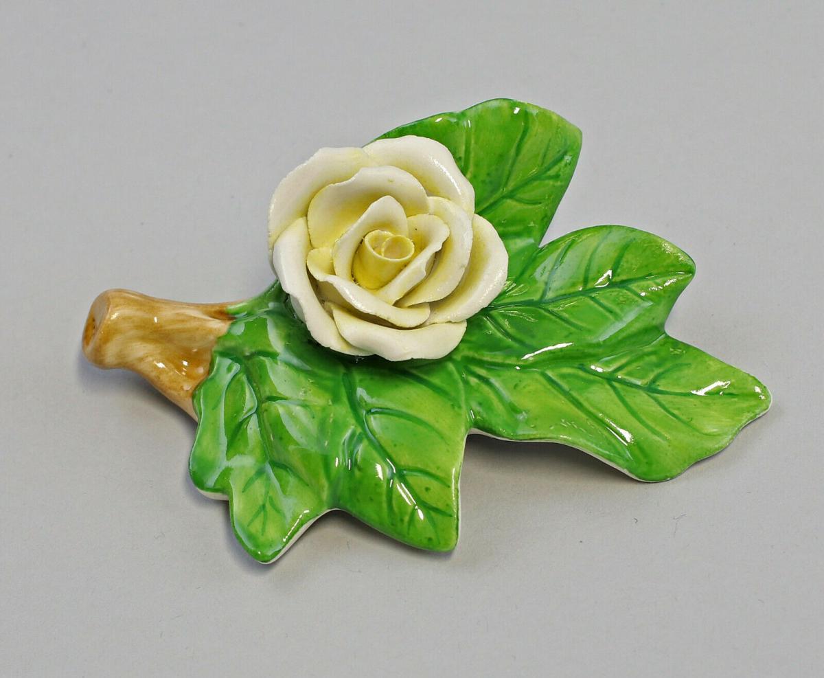 9959623 Porzellan Figur Tischblume Rose Zweig gelb Ens 9x7x3,5cm