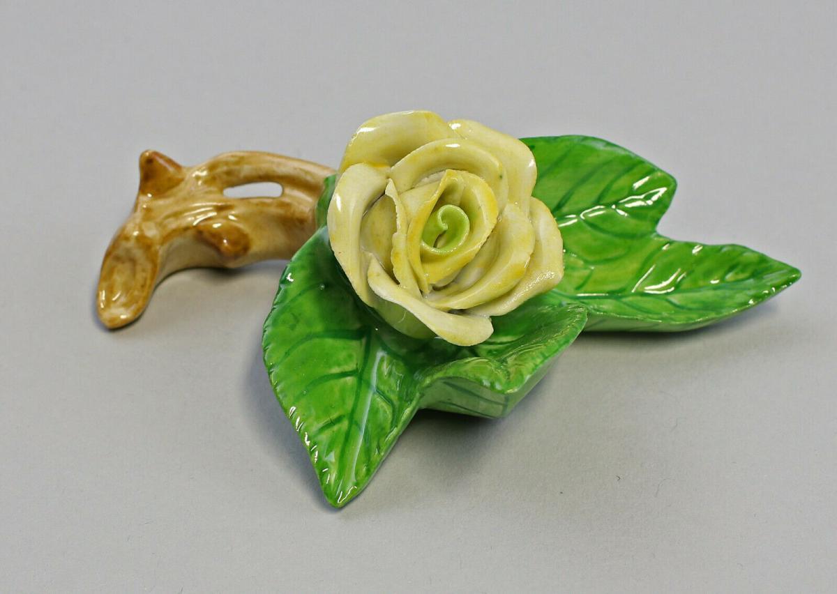 9959608 Porzellan Figur Tischblume Rose Zweig gelb Ens 7,5x7x3,5cm