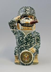 9959541 Sammler-Figuren-Bierkrug Bulldogge Uniform Stahlhelm Ens H30cm