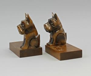 99838047 Paar figürliche Buchstützen Hunde Holz beschnitzt