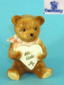 9942099 Porzellan Figur Teddy mit Herz Wagner & Apel H11cm