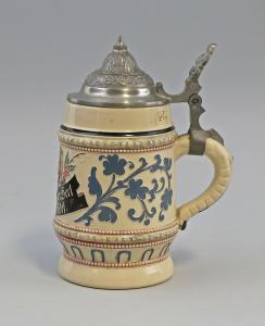 8348005  Keramik Kleiner Bierkrug Diesinger Zinndeckel Höhr/Nassau Sinnspruch