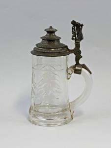 8348013  handgeschliffener Glas Bierkrug Zinndeckel Lyra Bier-Humpen um 1900
