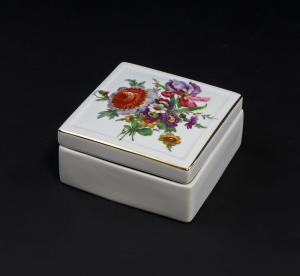 9947204  Porzellan Dose Kämmer Rosen Blumen 12x12x6cm