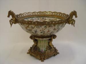 99937880-dss Messing Keramik Tafelaufsatz Jardiniere Historismus prunkvoll H43cm