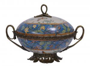 99937805-dss Messing Keramik Terrine Deckeldose Historismus prunkvoll 24x32x22cm