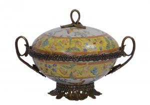 99937804-dss Messing Keramik Terrine Deckeldose Historismus prunkvoll 19x24x17cm
