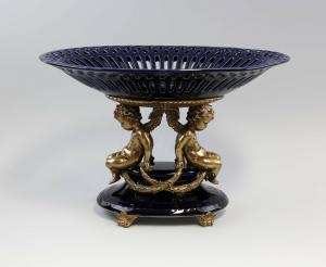 9937562 Tafelaufsatz kobalt mit Putten Keramik Bronze H26,5cm