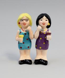 9976054 Keramik Salz/Pfeffer- Streuer Telefonierende Freundinnen H10,5cm
