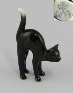9942225 Porzellan Figur Wagner & Apel schwarze Katze Morle Karikatur 6x9cm