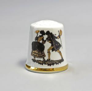 9988246 Kämmer Porzellan Fingerhut Scherenschnitt Rokoko Gold 2,4x2,6cm
