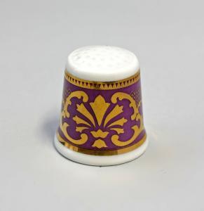 9988238 Kämmer Porzellan Fingerhut Blume Ornament gold/lila 2,5x2,6cm