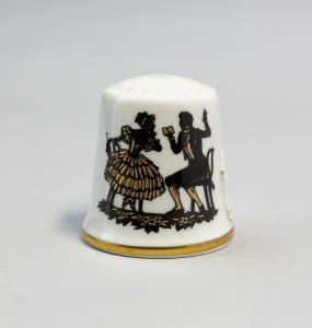 9988249 Kämmer Porzellan Fingerhut Scherenschnitt Rokoko Gold 2,4x2,6cm