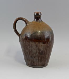 8345062 Keramik Henkelkrug Krug Ölflasche Laufglasur
