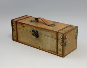 9977541 Schatulle Schmuck-Truhe Box Holz Flaschen-Koffer 13x13x35cm