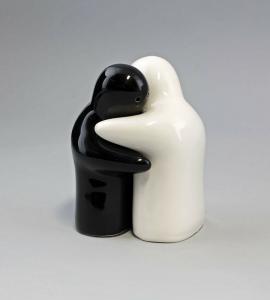 9946172 Keramik Salz-/Pfeffer-Streuer Geister sich umarmend schwarz-weiß H13cm
