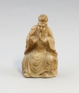 8339014 Figur Buddah Gelehrter Speckstein wohl China alt