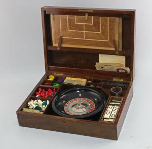 8510014 Spiele-Kasten alt Schach Dame Roulette Domino Würfel u.v.m.