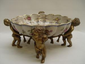 99937900-dss Messing Keramik Tafelaufsatz Jardiniere Putten floral 37x40x17cm