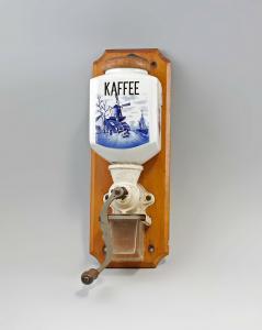 99845087 Wandkaffeemühle Leinbrock Holländerdekor um 1930