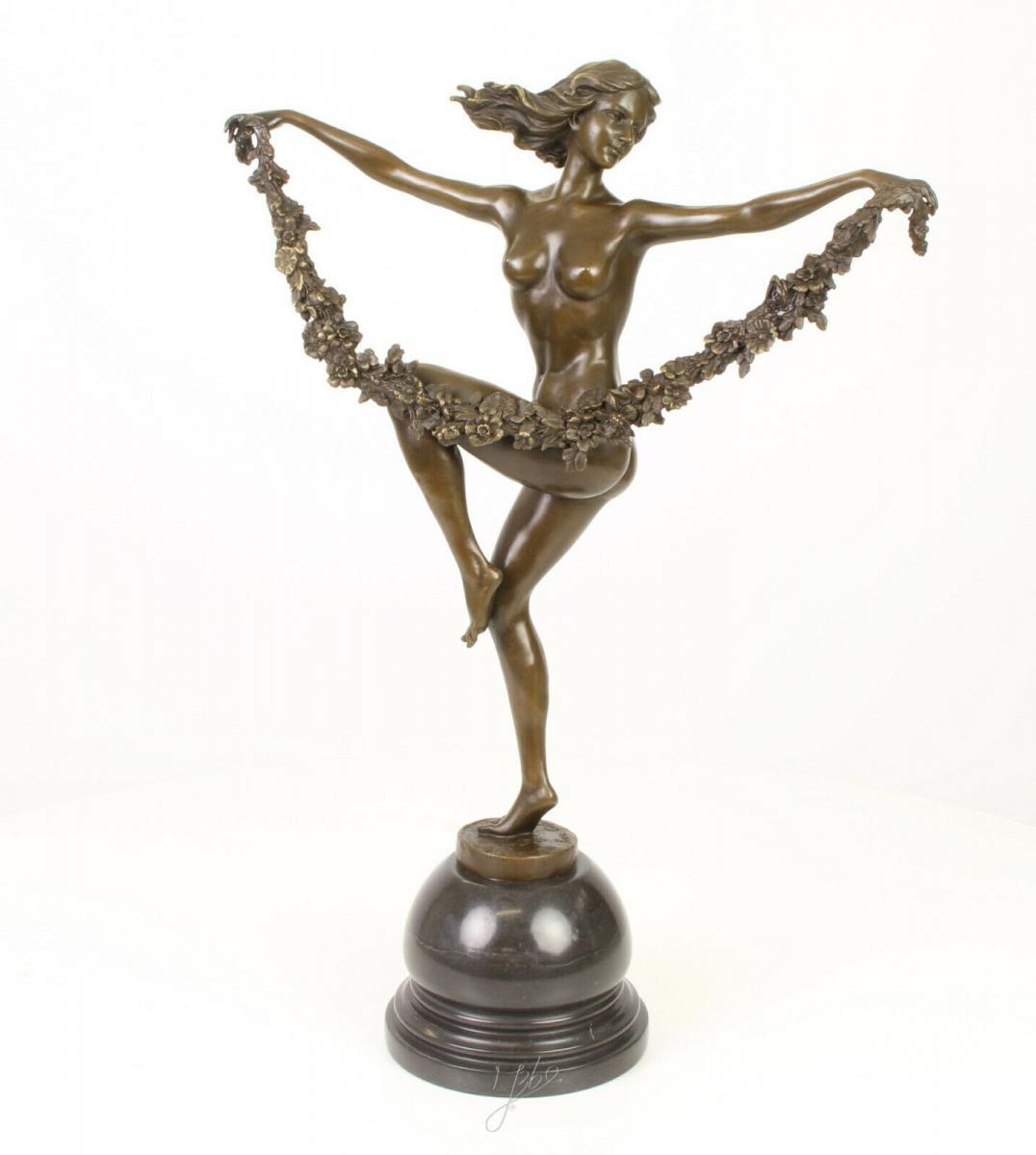 Tanzende Nackte Frauen