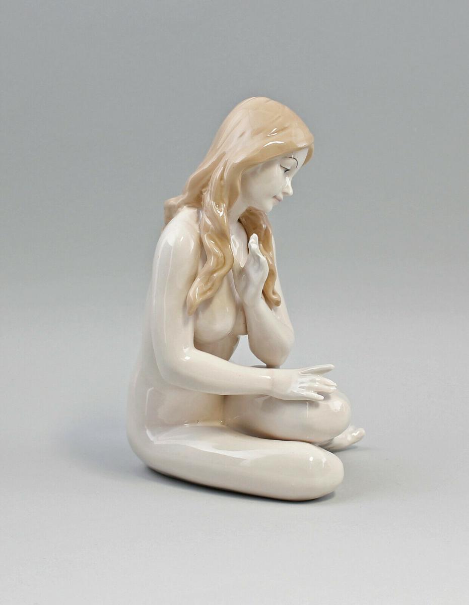 9973080 Porzellan Figur Akt Nackte Mädchen mit Tuch erotisch